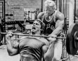 Arnold Schwarzenegger – Trénujete príliš tvrdo?
