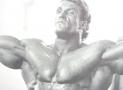 Príťahy v predklone pre šíroký a pevný chrbát – viete, kto toto cvičenie spopularizoval?