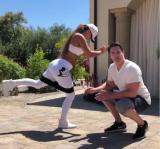 Dámy, poznáte Dr. Waterburyho? Jeho zaujímavé a funkčné cvičenia zamerané na spevnenie dolnej časti tela vás motivujú tak, že si zbalíte tréningovú tašku a vykročíte smerom k fitku!