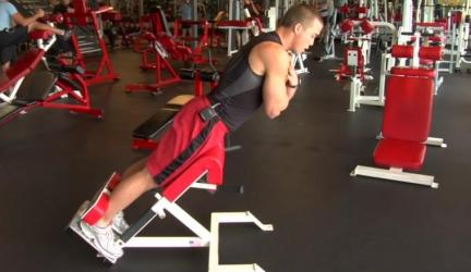 Hyperextenzie sú rozporuplným cvičením  – Cvičiť ich?